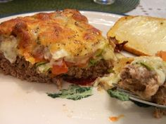 Ginny's Low Carb Kitchen: MEATLOAF PIE - Ginny is famous for her beef pies. Visit us for more lovely recipes at: https://www.facebook.com/LowCarbingAmongFriends No Carb Recipes, Atkins Recipes, Diet Recipes, Cooking Recipes, Bacon Recipes, Diabetic Recipes, Healthy Cooking, Healthy Meals, Healthy Food