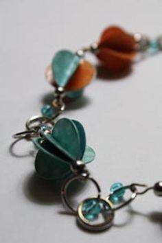 """""""Fan"""" shaped paper beads"""