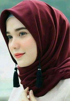 Girl in Hijab Beautiful Hijab Girl, Beautiful Muslim Women, Hijab Niqab, Hijab Chic, Hijabi Girl, Girl Hijab, Muslim Fashion, Hijab Fashion, New Hair Cut Style