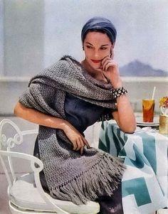 Lovely grey crochet scarf shawl. 1950s.