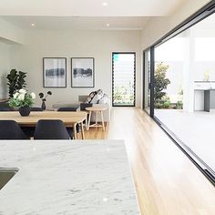 ☀🌿️Sunshine CITY🌿☀️ The QLD-cool group of design-led homes @kalkahomes have struck GOLD with the opening of their NEW feature home in Brisbane. It has all the hallmarks of a DREAM QLD home - ✔️in/out open plan, ✔️kitchen island bar and ✔️BRIGHT LIGHT - PERFECT to make any FIDDLE LEAF FIG tree HAPPY! Super EASY to make Casa Kalka your base in the SUNSHINE state.🌿☀️ Great to see Mr.Fiddle settling into his forever home & fun working on this project with you KALKAHOMES.