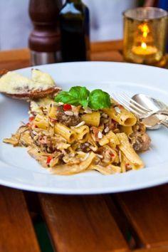 Njuta av en lyxig pasta med fläskfilé och krämiga medelhavssmaker samt med smak av basilika och tryffel – hur gott
