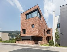 Casas modernas por aandd architecture and design lab. Arch House, Style At Home, Facade Design, House Design, Modern Townhouse, Brick Architecture, Small Modern Home, Small Buildings, Home Fashion