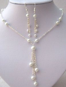 A beautiful 'Y' shaped necklace set with a stunning 4 strand tassel effect pendant.