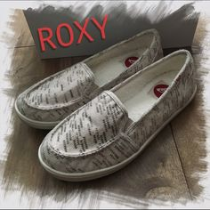 ROXY • Minnow IV Wool Flats Loafers Off-white 9 Item #305896 UPC #888256740334 Stay cozy and casual in the Minnow Wool flat. With soft faux fur lining and a flexible sole, this Roxy comfy slip-on sneaker is sure to become your favorite flat!  Check out a few of the ratings & reviews from the DSW website, which is now sold out of this shoe.  Arrow print fabric upper Elastic side panels for comfort fit Round toe Faux fur lining Flexible rubber sole. Roxy Shoes Flats & Loafers