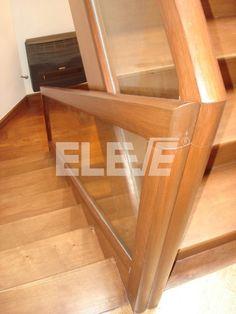 Baranda de hierro para escalera con planchuelas verticales for Escaleras de madera sencillas