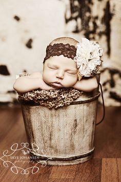 What a beautiful baby! such a cute idea