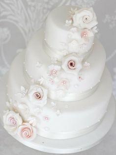 Weddingcake white blush