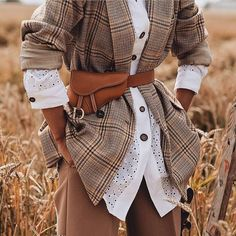 Paris Street Styles 38351034314595851 - Une idée de look trendy + tendances actuelles — another way of style Source by fbaroan Blazer Outfit, Look Blazer, Mode Outfits, Winter Outfits, Fashion Outfits, Fashion Trends, Fashion Details, Dress Fashion, Fashion Fashion