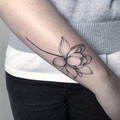 Lotus for Isabel . Done at . - Today Pin - Lotus for Isabel . Done at . Water Lily Tattoos, Rose Tattoos, Body Art Tattoos, Sleeve Tattoos, Lotus Flower Tattoos, Hand Tattoos, Symbol Tattoos, Finger Tattoos, Tattoo Femeninos
