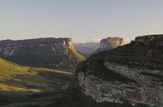 Paraíso de mochileiros do mundo inteiro, o Parque Nacional da Chapada Diamantina é um verdadeiro parque de diversões para quem gosta de um turismo mais cheio de aventuras. Você tem cenários com cachoeiras incríveis, trilhas, lagoas, pedras para praticar escalada e muito mais.  Veja mais > http://www.guiaviagensbrasil.com/blog/11-parques-nacionais-do-brasil-de-tirar-o-folego/