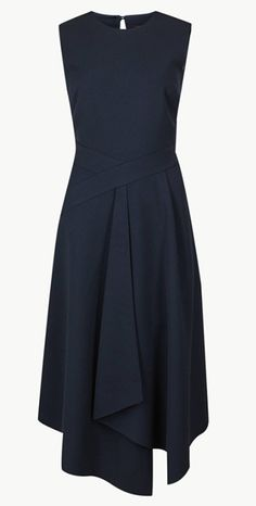 Marks & Spencer has produced an amazing navy blue dress, priced at which looks just like Meghan Markle's navy blue Roland Mouret dress that she wore at Cliveden House, ahead of her wedding to Prince Harry. Royal Dresses, Blue Dresses, Classy Outfits, Beautiful Outfits, Simple Dresses, Dresses For Work, Minimal Dress, Simple Dress Pattern, Look Chic