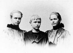 Greta (1881–1912), Hans (1884–1917) &  Karin Strindberg (1880–1973) – barn till  August Strindberg (1849–1912) &  Siri von Essen (1850–1912). Foto: Scanpix Women's History, Siri, Denmark, Germany, Content, Couple Photos, Essen, Couple Shots, Deutsch