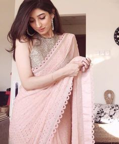 Simple Sarees, Trendy Sarees, Stylish Sarees, Cotton Saree Designs, Saree Blouse Neck Designs, Indian Beauty Saree, Indian Sarees, New Dress Design Indian, Sarees For Girls