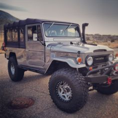 Land Cruiser Troopy Dream Truck Carros E Caminh Atilde Micro Es Toyota Fj40, Toyota Trucks, Bug Out Vehicle, Expedition Vehicle, Jeep Truck, Vintage Trucks, Cool Trucks, Amazing Cars, Toyota Land Cruiser