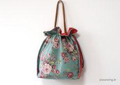 플라워 스트링 숄더백 DIY /영상/도안 Drawing Bag, Quilted Bag, Drawstring Backpack, Bucket Bag, Backpacks, Quilts, Sewing, Creative, Crafts