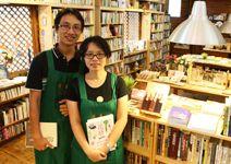 這對七年級夫妻放下優渥薪水,選在桃園縣平鎮市的鄉間小路上,開設獨立書店,把書當成與顧客交流的橋樑。