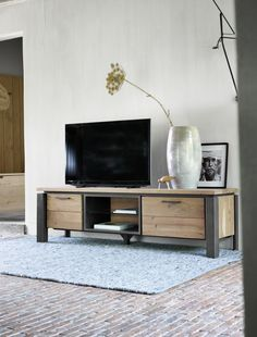 In this DIY tutorial, we will show you how to make Christmas decorations for your home. Tv Furniture, Steel Furniture, Cabinet Furniture, Cheap Furniture, Industrial Furniture, Rustic Furniture, Furniture Design, Industrial Metal, Modern Fence Design