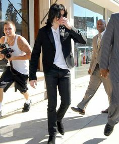 Would be hilarious if Mike stuck out his foot and tripped that creepy paparazzi guy