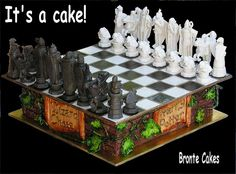 Amazing Harry Potter Wizard Chess Set Cake with hand made sugar paste chess pieces. Harry Potter Birthday Cake, Harry Potter Bday, Harry Potter Wizard, Harry Potter Chess Set, Harry Potter Fiesta, Harry Potter Treats, Harry Potter Food, Rosebud Cakes, Chess Cake