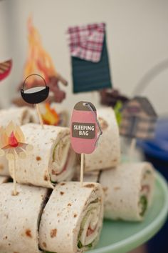 Camping Theme Baby Shower Sleeping Bag & Sandwich Roll-Up The post Camping Theme Baby Shower & Reciepes appeared first on Forest party theme . Camping Party Foods, Camping Parties, Snacks Für Party, Camping Themed Party, Themed Parties, Mouse Parties, First Birthday Parties, Birthday Party Themes, Birthday Ideas