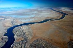 Im Norden des Eyresees: Das blaue Wasser des Warburton-Flusses mündet in den...