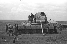 Early Panther Ausf D being inspected by russian troops aftermatch the Kursk Offensive
