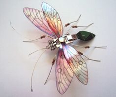insect art - Artist transforms old computer parts and electronics into delicate winged insect sculptures Arte Steampunk, Arte Fashion, Frida Art, Bug Art, Insect Art, Insect Crafts, Insect Jewelry, Found Object Art, Old Computers