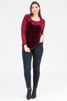 Merlot style. Wine colour fashion. Cardigan. Merino. Plum colour. Knitwear. Blue jeans. Black boots, K+K women's plus size fashion sizes 10-26.