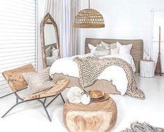E esse quarto todo branquinho com tons de madeira e cru? AMEEEEI!