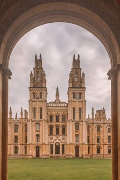 All Souls College - 10 Most Beautiful Colleges at Oxford University According to a Student Oxford Student, Oxford College, College Campus, College Life, Espn College, College Basketball, Georgia College, College Agenda, College Point