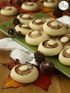 Mushroom biscuit Mini Cupcakes, My Recipes, Biscuits, Stuffed Mushrooms, Meals, Cookies, Drinks, Cook Books, Food