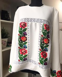 Embroidery Dress, Cross Stitch Embroidery, Mein Style, Trendy Fashion, Womens Fashion, How To Make Clothes, Indian Suits, Blushes, Cross Stitch Flowers