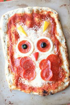 My Owl Barn: Halloween Pizza: Owl and Frankenstein Halloween Pizza, Cute Halloween Treats, Halloween Dinner, Halloween Recipe, Cute Food, Good Food, Yummy Food, Food Design, Edible Crafts