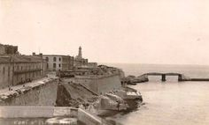 Giancarlo Bonnici The original bridge was destroyed by an Italian E-Boat attack during WWII, also one can notice the lighthouse on the cavalier of Fort St.Elmo which was dismantled by the British during WWII and never rebuilt E Boat, Malta Gozo, Fortification, Archipelago, Elmo, Old Photos, Lighthouse, Coastal, Maltese