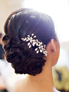 love this! even the styling of the hair...i'd just have my hair curly and pinned up like that...love the clip
