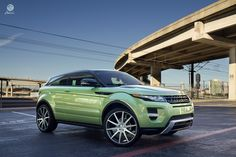 I want THIS Range Rover Evoque and I want it in THIS color!!!