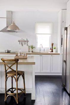Fresh classic kitchen design home design ideas Farmhouse Sink Kitchen, White Kitchen Cabinets, Kitchen Tiles, Kitchen Flooring, White Farmhouse, Home Design, Stairs In Kitchen, Tiny Loft, Home Exterior Makeover