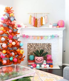 Halloween Tree Decorations Idea Find some cool and easy ideas for indoor and outdoor Halloween decorations to throw the best party for kids. Whether it's funny or scary, cheap or costly, in the house or yard, your party will be a success. Halloween Tree Decorations, Halloween Trees, Halloween Home Decor, Outdoor Halloween, Holidays Halloween, Halloween Crafts, Holiday Decor, Fireplace Decorations, Homemade Halloween