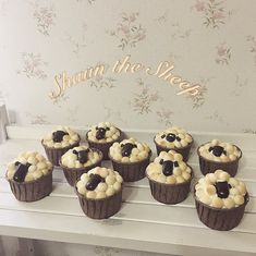 Shaun The Sheep, Surprise Gifts, Junk Food, Muffin, Food And Drink, Place Card Holders, Sweets, Aesthetic Photo, Cookies