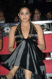 Priyamani at Lux Sandal Cinemaa Awards 2011