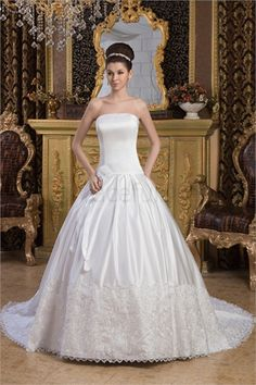 Robe de mariée princesse en Satin Ballon Sans bretelles  http://fr.GracefulDress.com/Robe-de-mariée-princesse-en-Satin-Ballon-Sans-bretelles-p21077.html