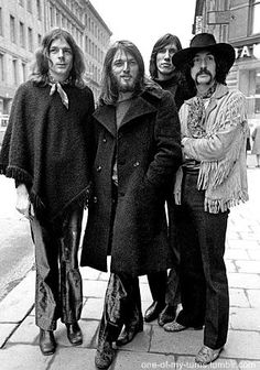 pink floyd in Sweden, I first heard Pink Floyd on cassette tape in a VW bus held… – Rock Music Rock And Roll, Rock N Roll Music, David Gilmour Children, Pompeii, Rock Bands, Musica Punk, David Gilmour Pink Floyd, John Lenon, Pink Floyd Art