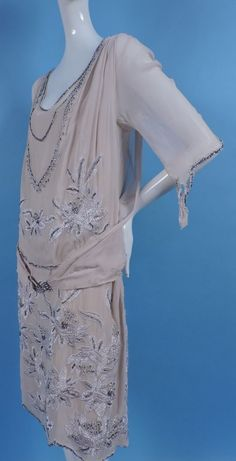 1920's silk chiffon flapper dress w rhinestone & embroidery. Sideway jαɢlαdy