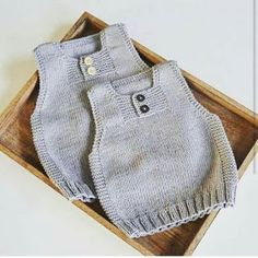 Knitting a Baby Cardigan With a Hood Baby Knitting Patterns, Knitting For Kids, Baby Patterns, Baby Poncho, Knitted Baby Cardigan, Knit Baby Sweaters, Baby Outfits, Baby Girl Dresses, Baby Dress