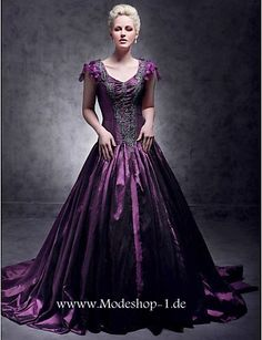High End Ballkleid in Lila