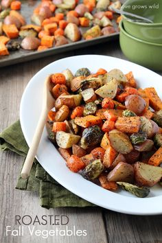 Roasted Fall Vegetables - an easy and delicious side dish perfect for the holidays!  Make it paleo ny simply omitting the new potatoes.  Yum!