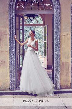Romantica, pregevole, la collezione 2017 di Giuseppe Papini fa sognare le donne a occhi aperti. Guarda tutti i suoi abiti da sposa su http://www.piazzadispagnasposi.it/collezioni/sposa/giuseppe-papini/