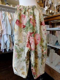 Tina Givens Daniella Floral Print Pant in Pink/Ivory. fb.com/mimibellafinelinenwear how could you be sad in these pants?