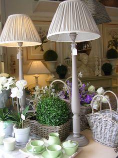 Coppia di lampade e paralumi artigianali